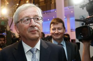 Dietro Juncker, Martin Selmayr, l'autore del tweet