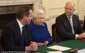 Sir William Hague è a destra