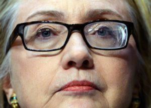 Hillary con gli occhiali di Fresnel