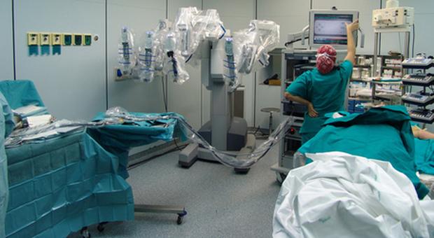 Scoperto laboratorio horror: testa di una donna cucita sul corpo di un uomo. Gambe e braccia vendute al mercato nero