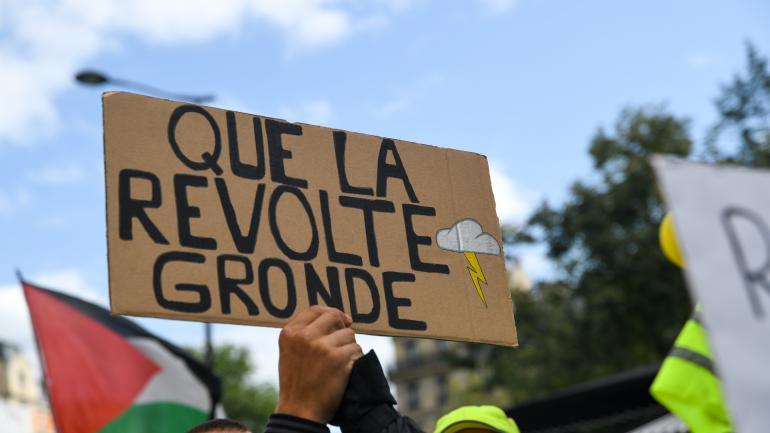 "FRANCIA  - C'è LA ""BAND OF BROTHERS""   - e Macron manda i blindati"