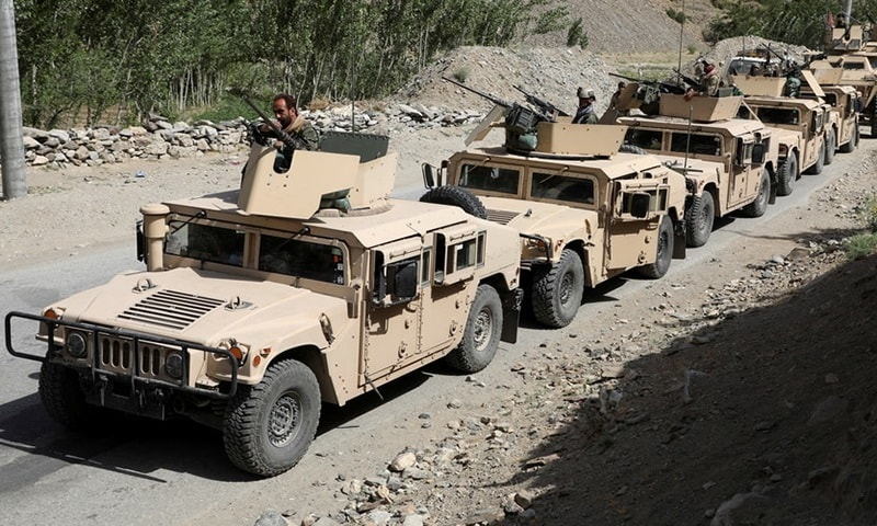 Più di mille uomini dell'esercito afghano formato dagli americani sono reiparati in Tagikistan con mezzi ed armi